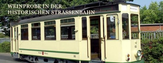 Weinprobe in der historischen Straßenbahn